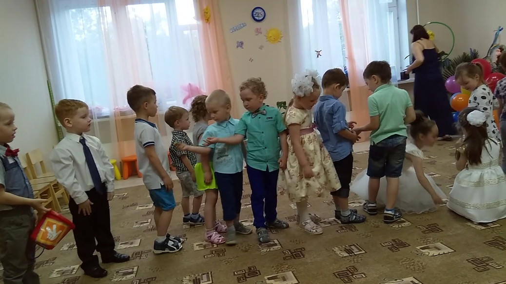 """Выпускной праздник групп """"Бусинки"""" и """"Чевостики"""""""