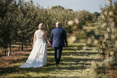 Cadott Wedding, Dixon's Apple Orchard, Wedding Photographer Wisconsin and Minnesota