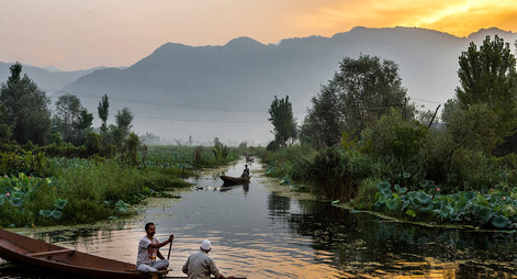 SrinagarDalLake_sunrise.jpg