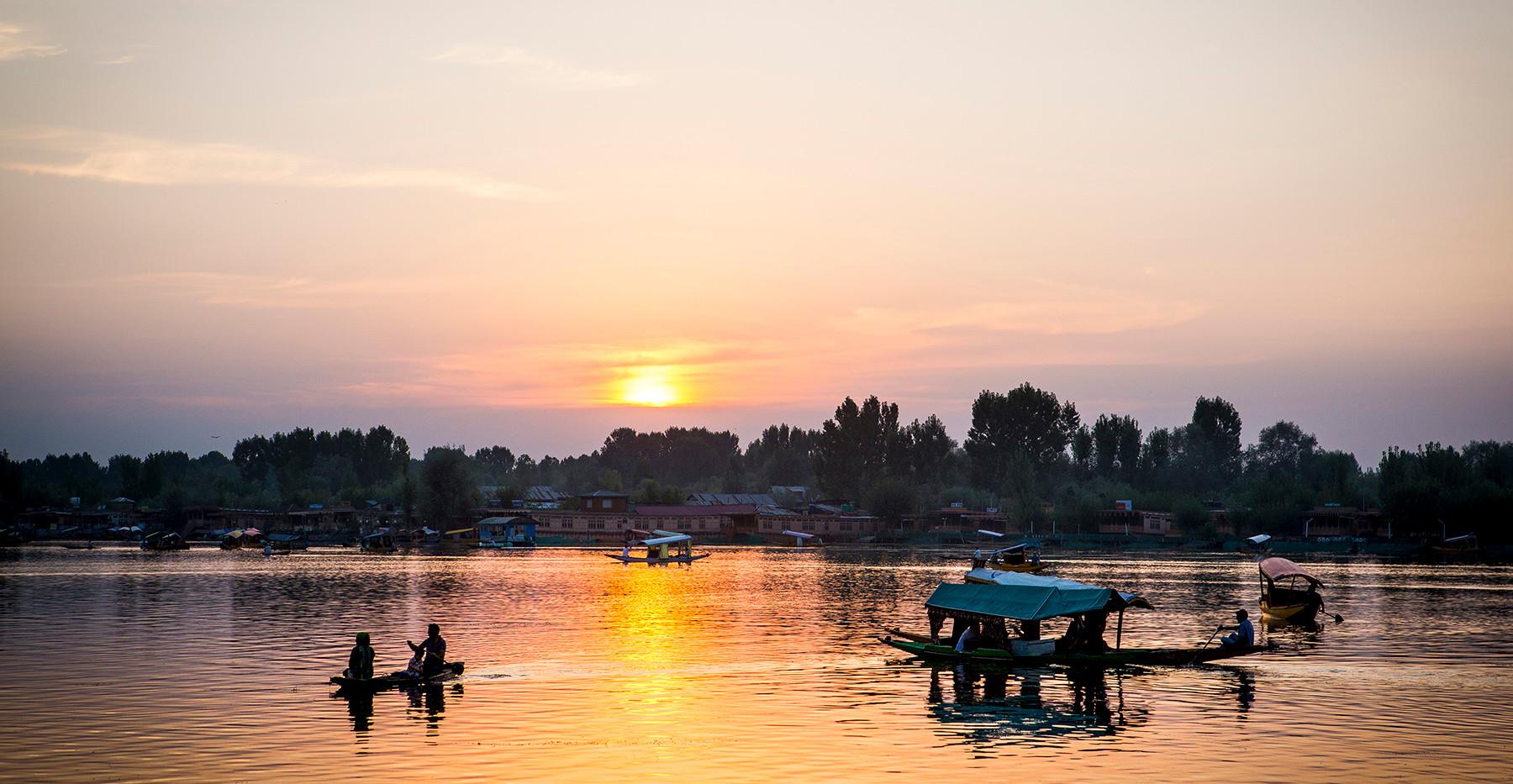 Srinagar Lake.jpg