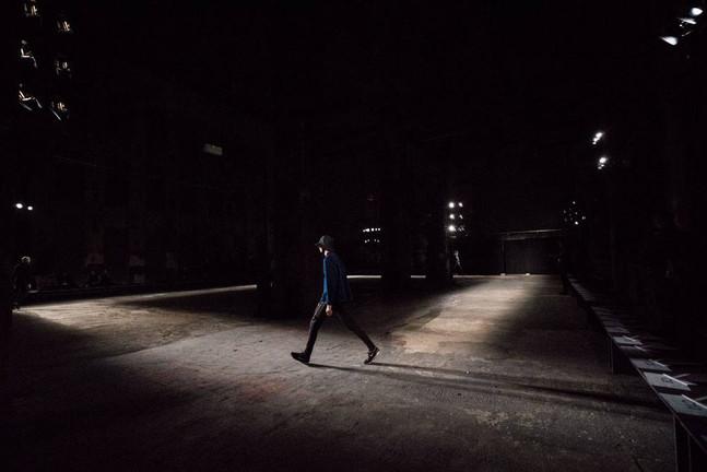 Der Designer Damir Doma hat bei der Berlin Fashion Week im Berghain ein Debüt gefeiert: Er stellte erstmals in Deutschland seine Mailänder Mode vor.