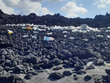Plásticos y redes de pesca enemigos de la vida en la Reserva Marina Galápagos