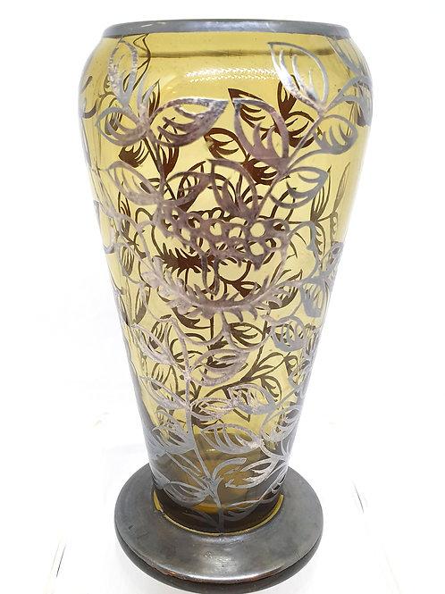 Kozarec s srebrnim ornamentom