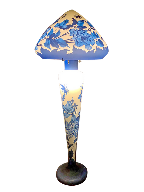 Talna svetilka tip Gallé s plavimi rožami