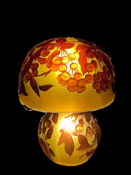 Namizna svetilka tip Gallé s češnjami