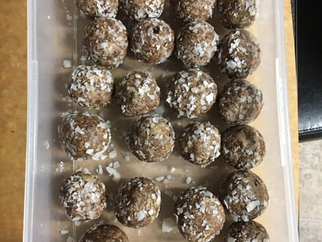 Raw Fruit and Nut Dessert Balls