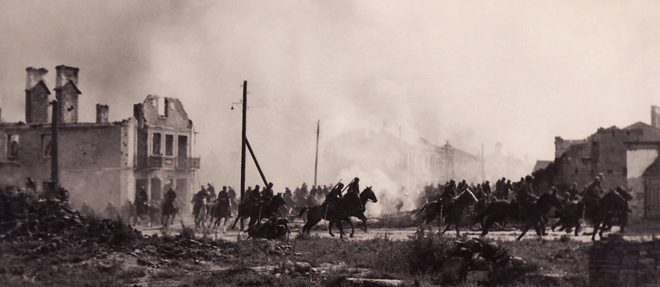 Polish_cavalry_in_Sochaczew(1939)a.jpg