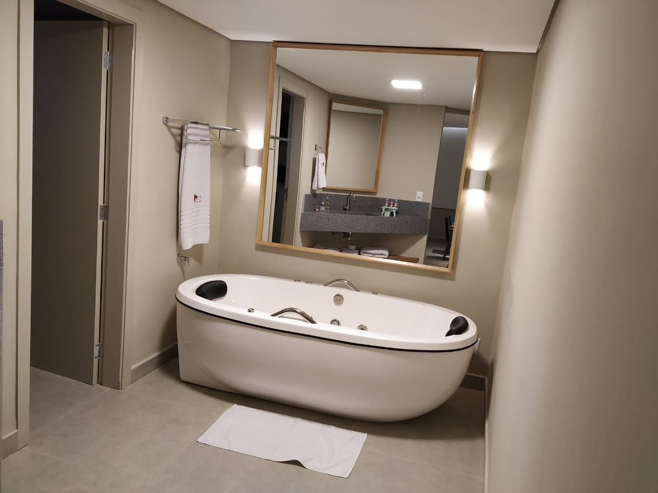 suite 03 4.jpg