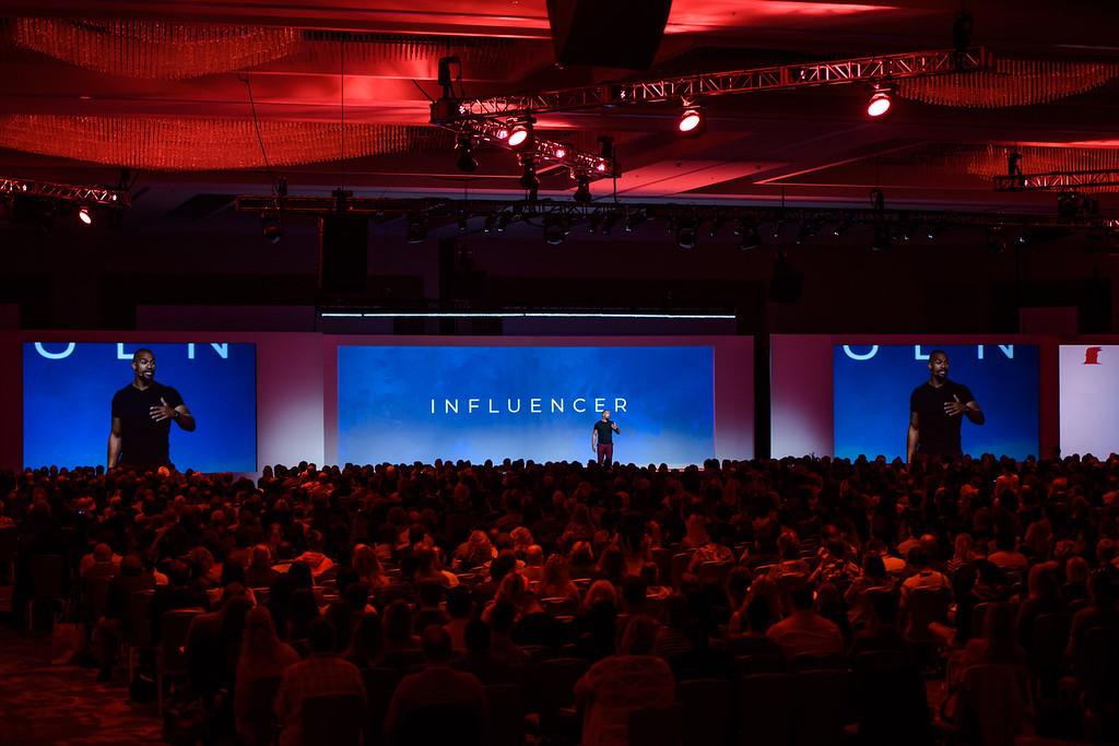 19-1010-Influencer-1348-XL.jpg