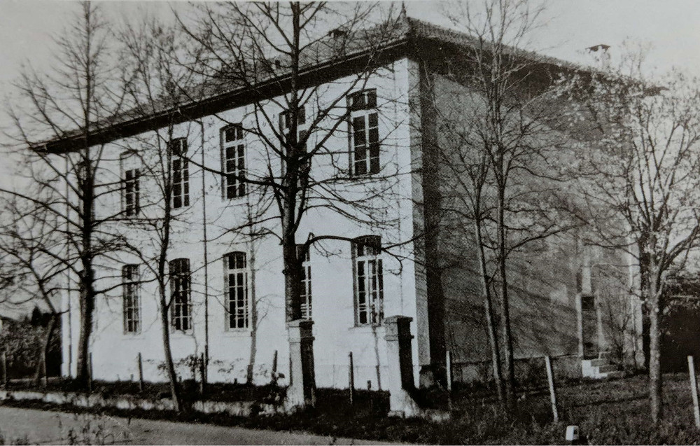 Photograph taken in 1950 of the old schoolhouse in Provesano.
