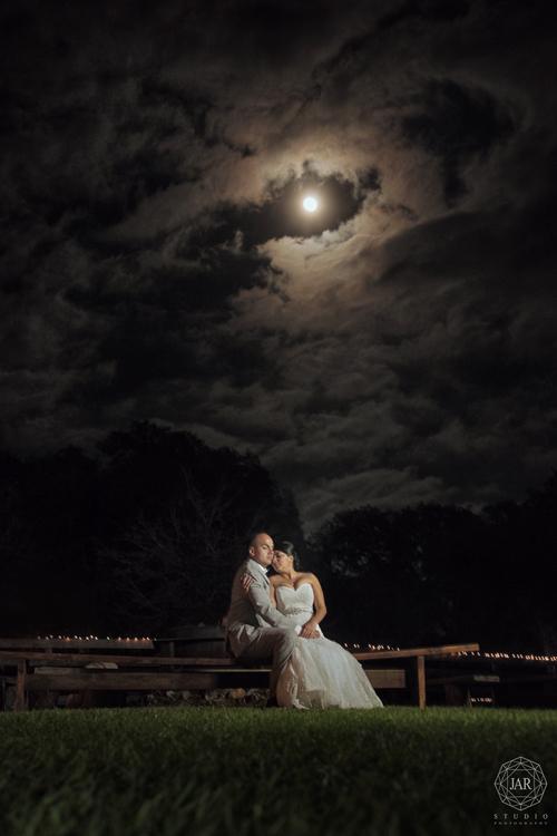 20-bride-groom-romantic-under-moon-light-night-isola-farms-jarstudio - Copy
