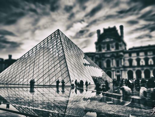 PIXOPOLITAN - Glass pyramid