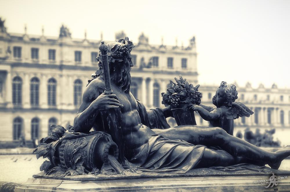 Versailles details