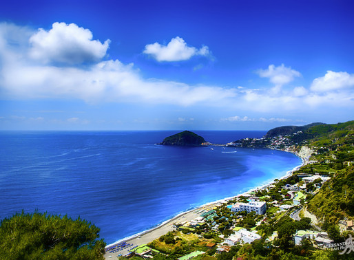 DAYLIGHTED - A side of Ischia