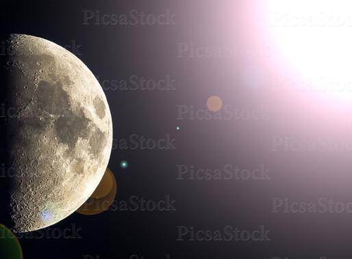 PICSASTOCK - Shining half-moon
