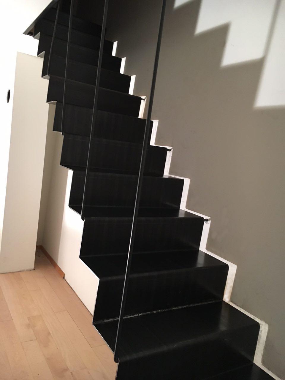 escalier tôle pliée