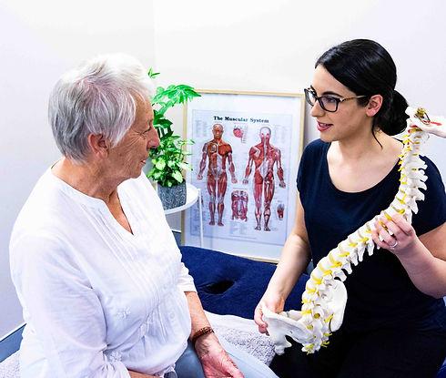 Physiotherapist explaining mckenzie meth