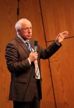 27- Le Président du Comité d'Organis