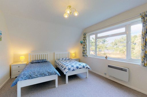 Curlew-Bedroom-2-WEB-2400.jpg