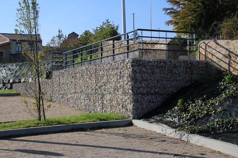 Mur en gabions à la Médiathèque de Pélussin