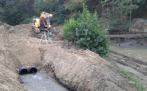 Terrassement en lit de rivière à Auberives sur Varèze