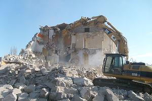 Démolition d'une maison d'habitation à Maclas dans la Loire au cour du Parc Naturel Régional du Pilat