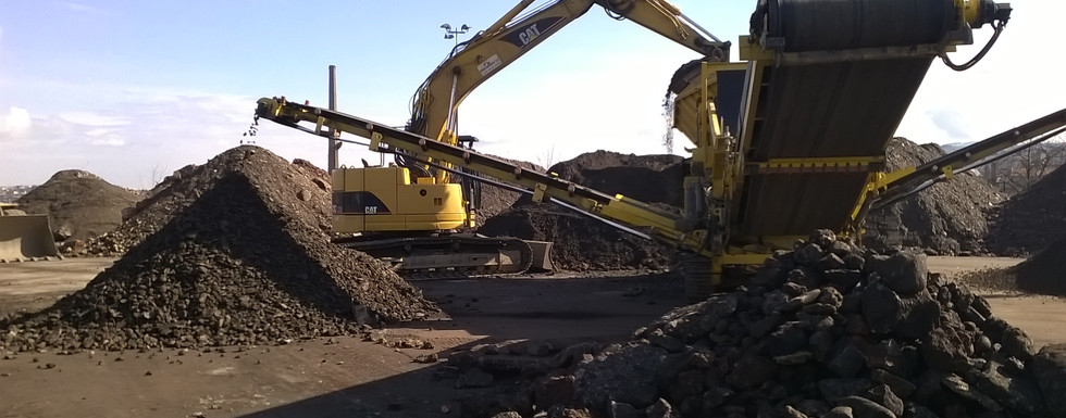 Criblage des terres polluées sur le site Giat à St Chamond