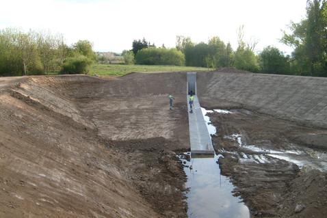 Bassin de rétention d'eau à Maclas