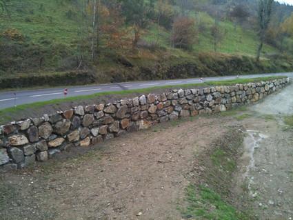 Mur d'enrochement à La Valla en Gier