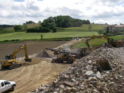 Terrassement d'une plateforme pour la création d'un bâtiment industriel à Saint Heand dans la Loire