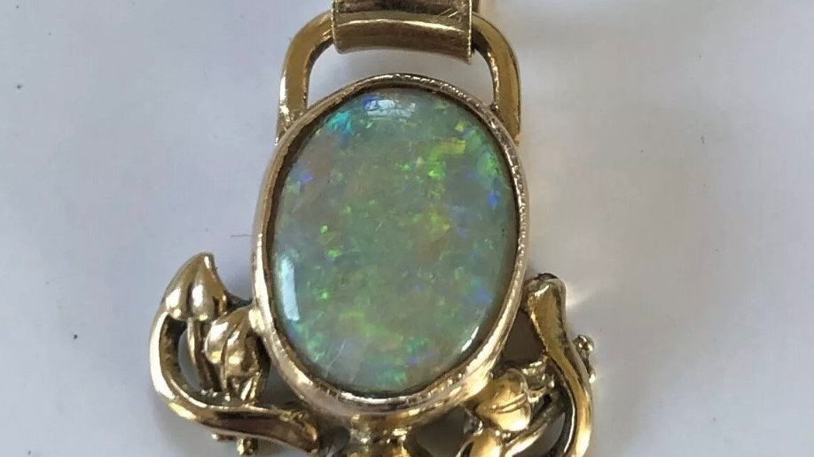 9ct Gold Handmade 11x13mm Opal Pendant. Pre-owned.