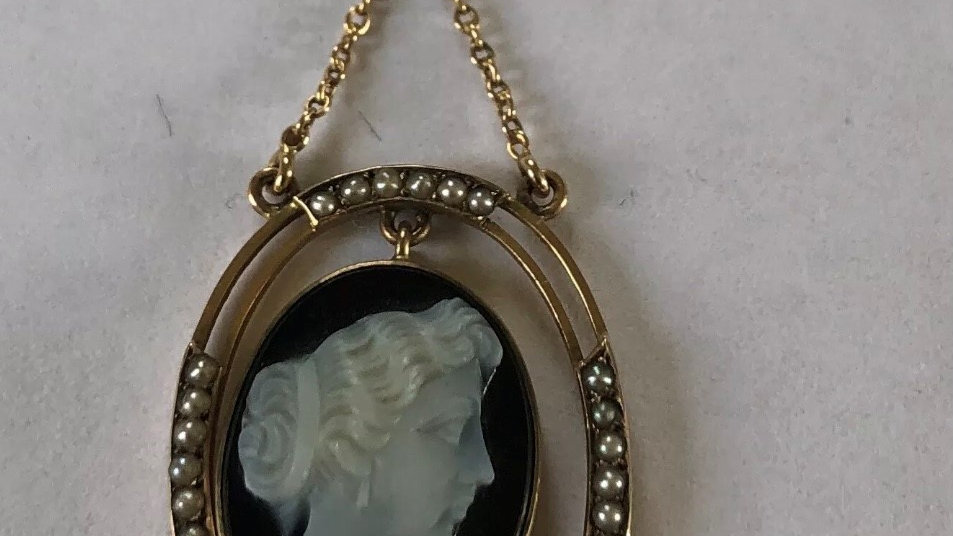 Antique 9ct Rose Onyx Gold Cameo Pearl Pendant. c1900.