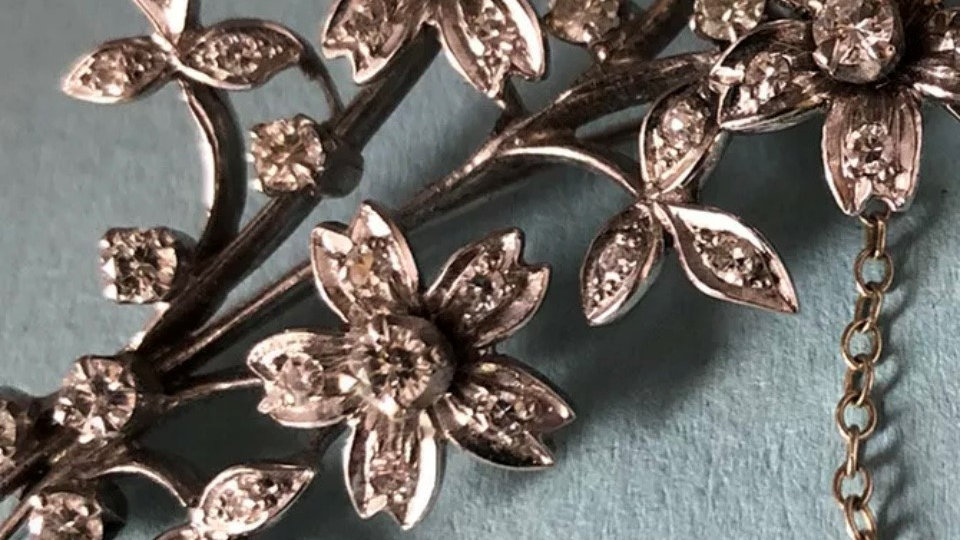 18ct White Gold diamond floral bouquet cluster brooch. 1950s.