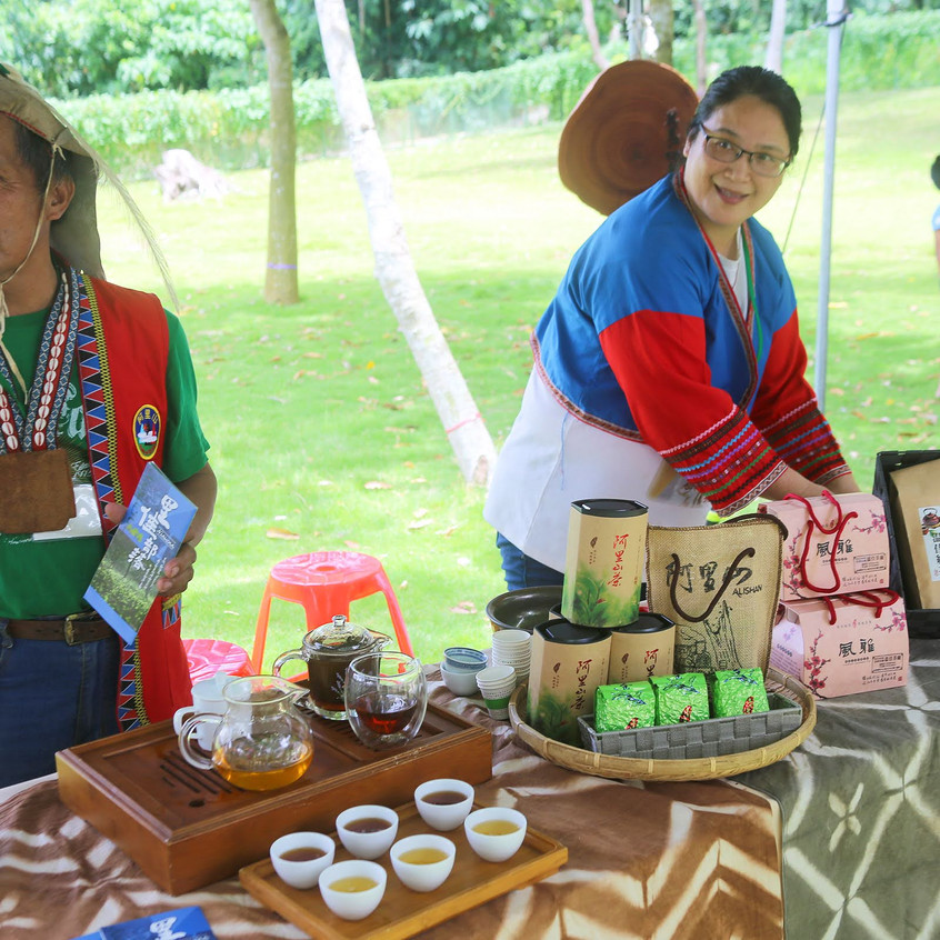 Indigenous members sell high mountain tea from Alishan at theYokeoasu Market behind the Chukou Visitor Center