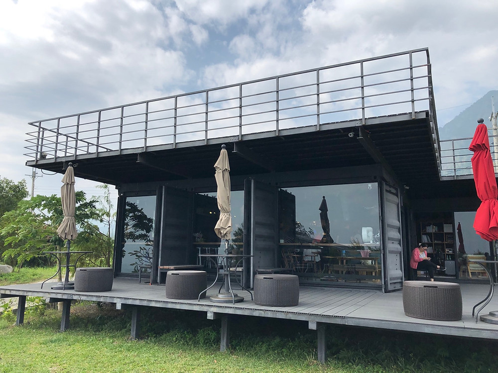 Herdor Bistro, designed from storage containers with glass walls and a 180-degree viewing deck