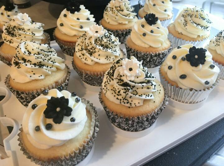 BLACK & WHITE TOPPED CUPPIES