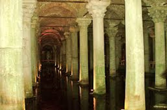 Cisterna Basílica BY Dave Proffer (CC BY-2.0)