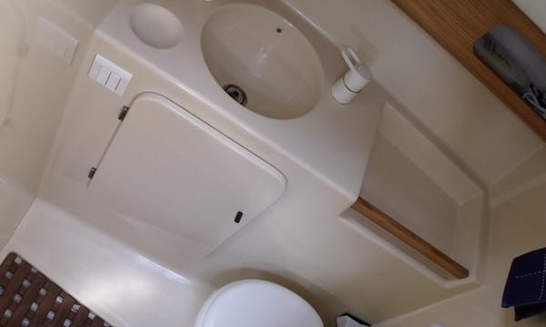 espace wc douche voilier Atlantis