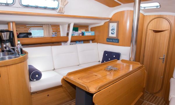 Audierne Yachting -Carré cosy voilier Atlantis