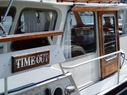 Yacht Time Out à quai