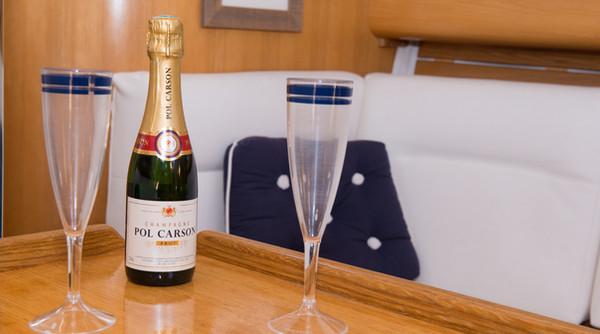 Romantic bubbles aperitif - Atlantis sailboat square