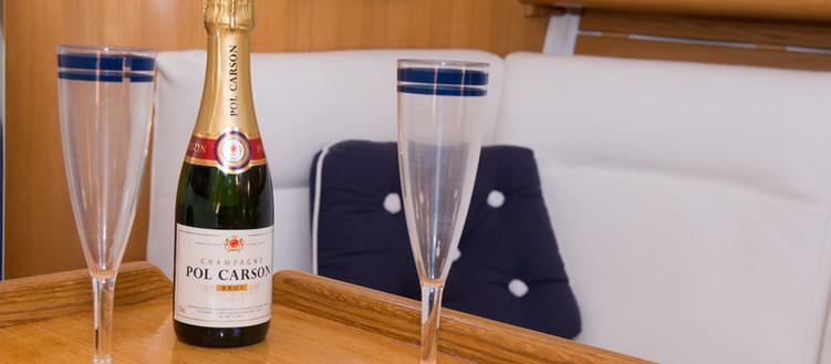 Romantic bubble aperitif - square sailboat