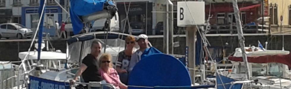 Atlantis pontoon boat B