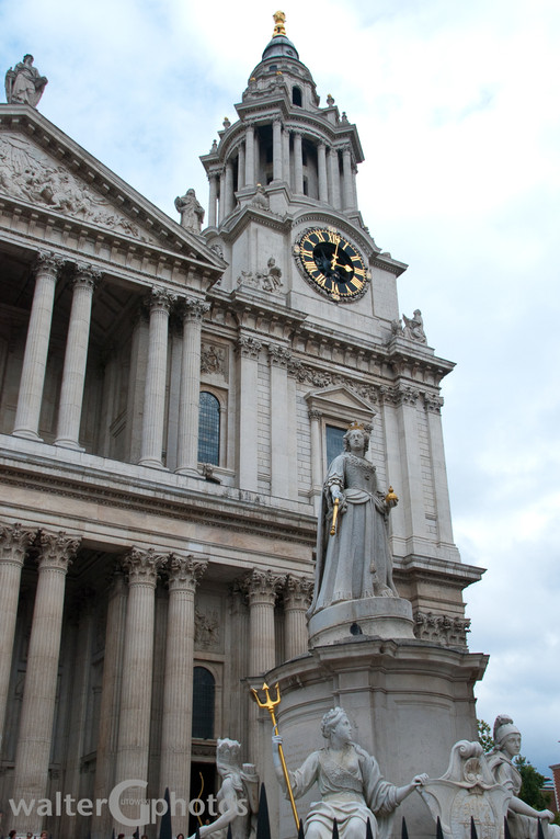 Queen Anne at St Paul's Cathedral, London, UK