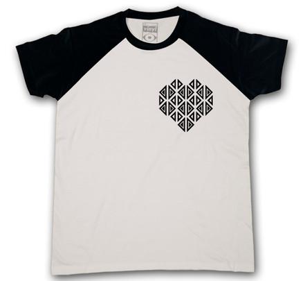 Camiseta Oberta Corazón de Bolsillo Chico Blanco & Negro