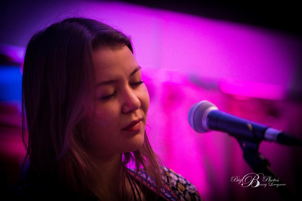 Annie Sumi-19