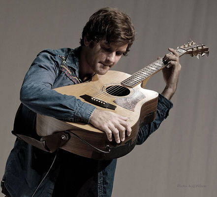 Daniel Champagne Incredible fingerstyle guitar.