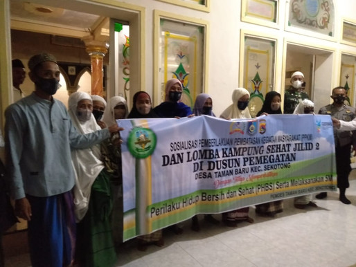 Safari Ramadhan Kedua, Pemdes Taman Baru Bagikan Al-Quran dan Sajadah