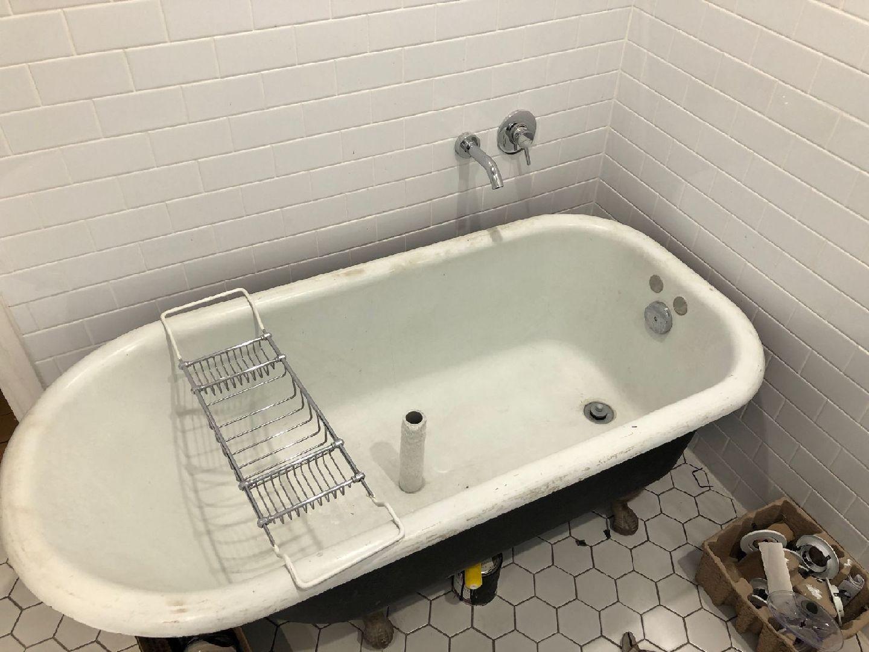 Antique_Clawfoot_Bathtub