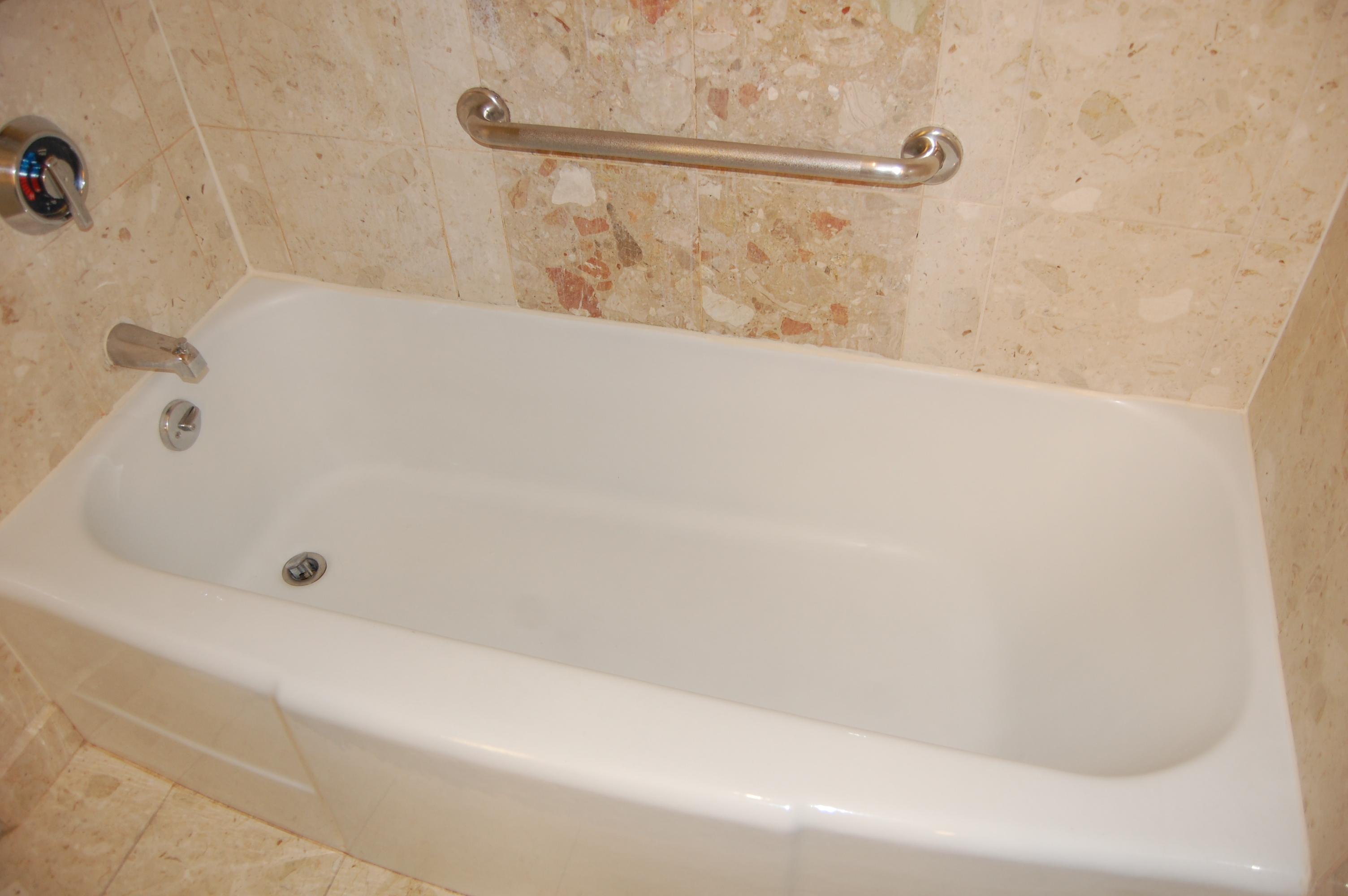 Bathtub_Resurfacing_Before
